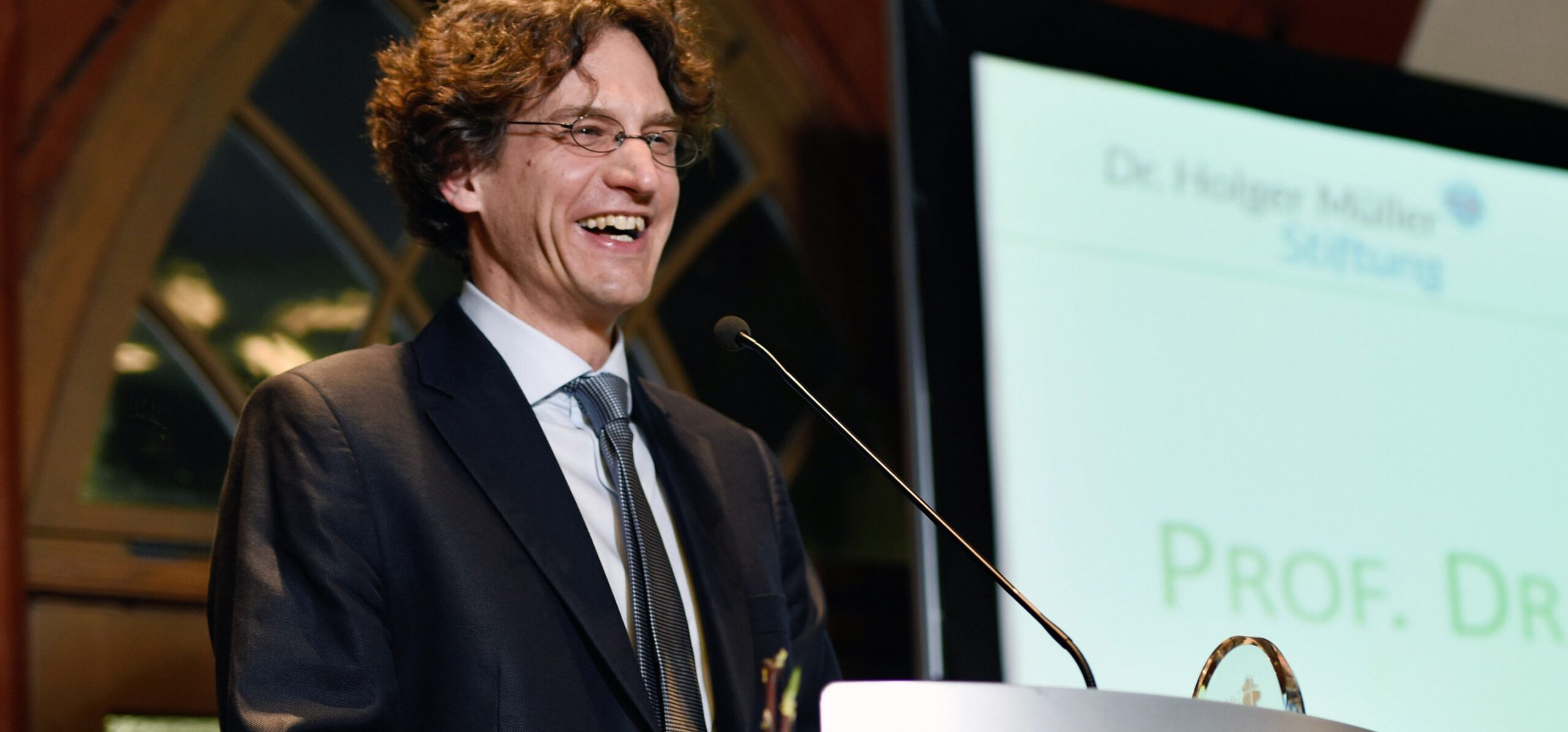 Freiburger Humangenetiker Prof. Carsten Bergmann erhält Dr. Holger Müller Preis 2017