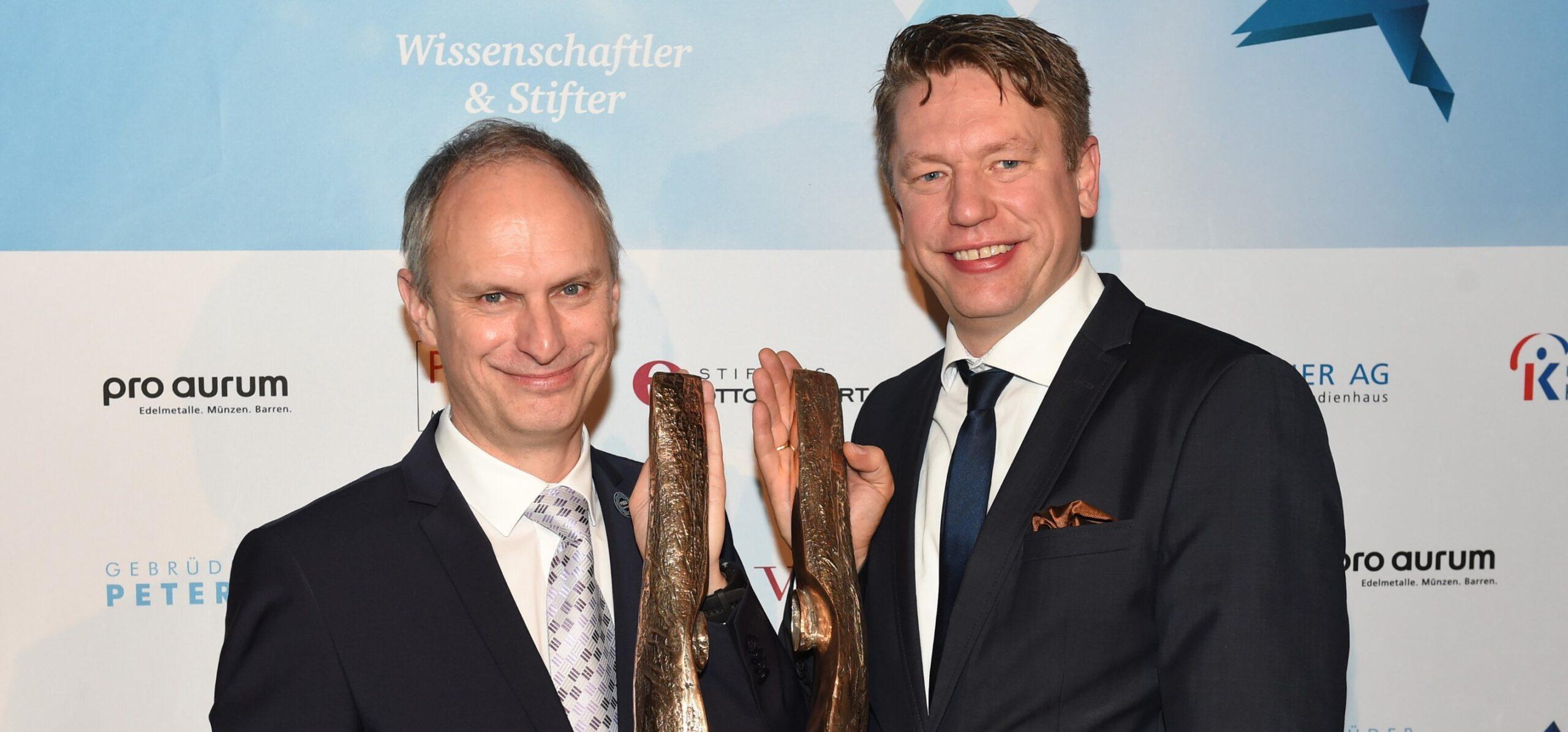 Care-for-Rare Science Awards 2018 an Prof. Dr. Tobias Hirsch und Prof. Dr. Dierk Niessing